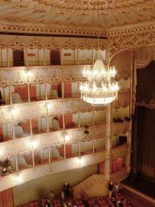 Teatro_Goldoni_Venezia_auditorium_left